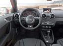 Фото авто Audi A1 8X, ракурс: рулевое колесо