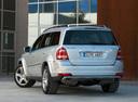 Фото авто Mercedes-Benz GL-Класс X164 [рестайлинг], ракурс: 135 цвет: серебряный