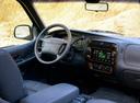 Фото авто Ford Explorer 2 поколение, ракурс: центральная консоль
