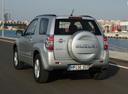Фото авто Suzuki Grand Vitara 2 поколение [рестайлинг], ракурс: 135 цвет: серебряный