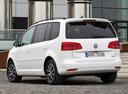 Фото авто Volkswagen Touran 1 поколение [2-й рестайлинг], ракурс: 135 цвет: серебряный