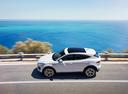 Фото авто Jaguar E-Pace 1 поколение, ракурс: 90 цвет: белый