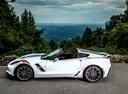 Фото авто Chevrolet Corvette C7, ракурс: 90 цвет: белый