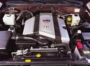 Фото авто Toyota Land Cruiser J100, ракурс: двигатель