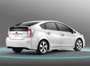Фото авто Toyota Prius 3 поколение [рестайлинг], ракурс: 225 цвет: белый