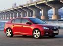 Фото авто Chevrolet Cruze J300, ракурс: 315 цвет: красный