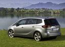Фото авто Opel Zafira C, ракурс: 135 цвет: серебряный