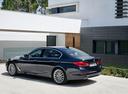 Фото авто BMW 5 серия G30, ракурс: 135 цвет: синий