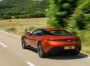Фото авто Aston Martin DB11 1 поколение, ракурс: 135 цвет: оранжевый