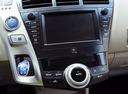 Фото авто Toyota Prius Plus 1 поколение, ракурс: центральная консоль