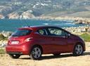 Фото авто Peugeot 208 1 поколение, ракурс: 225 цвет: красный