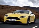 Фото авто Aston Martin Vantage 3 поколение [2-й рестайлинг], ракурс: 45 цвет: желтый
