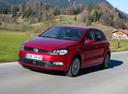 Фото авто Volkswagen Polo 5 поколение [рестайлинг], ракурс: 45 цвет: красный