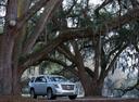 Фото авто Cadillac Escalade 4 поколение, ракурс: 315 цвет: серебряный