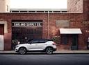 Фото авто Volvo XC40 1 поколение, ракурс: 90 цвет: белый