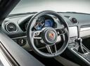 Фото авто Porsche Cayman 982, ракурс: рулевое колесо