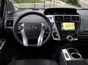 Фото авто Toyota Prius Plus 1 поколение, ракурс: рулевое колесо