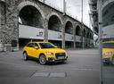 Фото авто Audi Q2 1 поколение, ракурс: 315 цвет: желтый