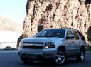 Фото авто Chevrolet Tahoe GMT900, ракурс: 45 цвет: серебряный