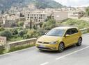 Фото авто Volkswagen Golf 7 поколение [рестайлинг], ракурс: 45 цвет: желтый