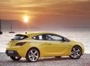 Фото авто Opel Astra J [рестайлинг], ракурс: 270 цвет: желтый