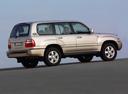Фото авто Toyota Land Cruiser J100 [рестайлинг], ракурс: 225 цвет: бежевый