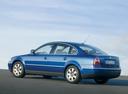 Фото авто Volkswagen Passat B5.5 [рестайлинг], ракурс: 90 цвет: синий