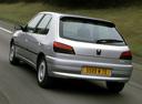 Фото авто Peugeot 306 1 поколение [рестайлинг], ракурс: 135 цвет: серый