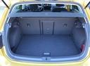Фото авто Volkswagen Golf 7 поколение [рестайлинг], ракурс: багажник цвет: желтый