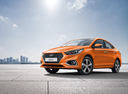 Фото авто Hyundai Solaris 2 поколение, ракурс: 45 цвет: оранжевый