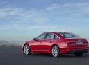 Фото авто Audi A6 C8, ракурс: 135 цвет: красный
