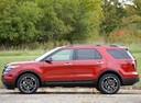 Фото авто Ford Explorer 5 поколение, ракурс: 135 цвет: красный