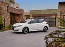 Фото авто Nissan Leaf 2 поколение, ракурс: 45 цвет: белый