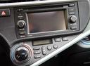 Фото авто Toyota Prius C 1 поколение, ракурс: центральная консоль