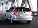 Фото авто Kia Cee'd 1 поколение, ракурс: 135 цвет: серебряный