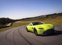 Фото авто Aston Martin Vantage 4 поколение, ракурс: 315 цвет: салатовый