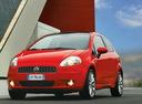 Фото авто Fiat Punto 3 поколение, ракурс: 45 цвет: красный