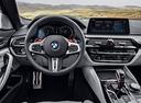 Фото авто BMW M5 F90, ракурс: торпедо цвет: серебряный