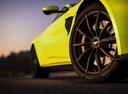 Фото авто Aston Martin Vantage 4 поколение, ракурс: колесо цвет: салатовый