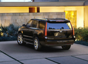 Фото авто Cadillac Escalade 4 поколение, ракурс: 135 цвет: черный