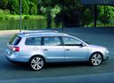 Фото авто Volkswagen Passat B6, ракурс: 270 цвет: серебряный