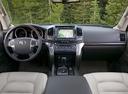 Фото авто Toyota Land Cruiser J200, ракурс: торпедо