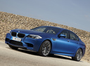 Фото авто BMW M5 F10, ракурс: 45 цвет: синий