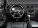 Фото авто Chevrolet TrailBlazer 1 поколение [рестайлинг], ракурс: рулевое колесо