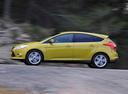 Фото авто Ford Focus 3 поколение, ракурс: 90 цвет: желтый