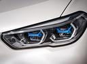 Фото авто BMW X5 G05, ракурс: передние фары цвет: белый