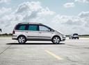 Фото авто Volkswagen Sharan 1 поколение [2-й рестайлинг], ракурс: 270 цвет: серебряный