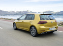 Фото авто Volkswagen Golf 7 поколение [рестайлинг], ракурс: 135 цвет: желтый