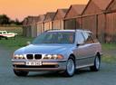 Фото авто BMW 5 серия E39, ракурс: 45 цвет: серебряный
