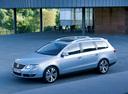 Фото авто Volkswagen Passat B6, ракурс: 45 цвет: серебряный